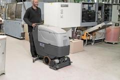 Maszyna czyszcząca Nilfisk BA CA 551 611_mycie zakładu przemysłowego