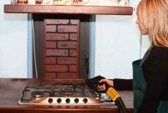 mycie zabrudzonej kuchenki za pomocą parownicy Carmen Mini Inox Verona HRC