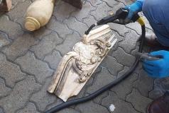 usuwania zabrudzeń z zabytków myjką parową