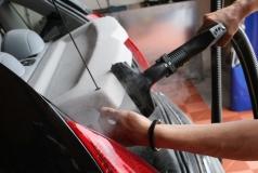 pranie parowe samochodu