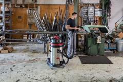 Odkurzacz z rodziny Viper LSU przy sprzątaniu warsztatu - duża moc ssąca