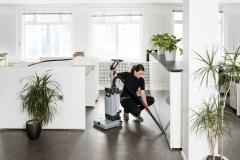 Nilfisk SC 100 mała maszyna do mycia podłóg w punktach usługowych_1