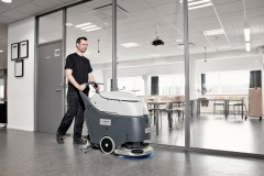SC 450 Nilfisk - mycie korytarza w urzędzie