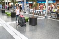 maszyna czyszcząca Viper AS430C czyści centrum handlowe