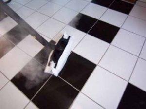 Czyszczenie kafelek i płytek myjką parową