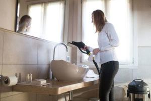 Profesjonalne myjki parowe do czyszczenia płytek łazienek, basenów i sauny